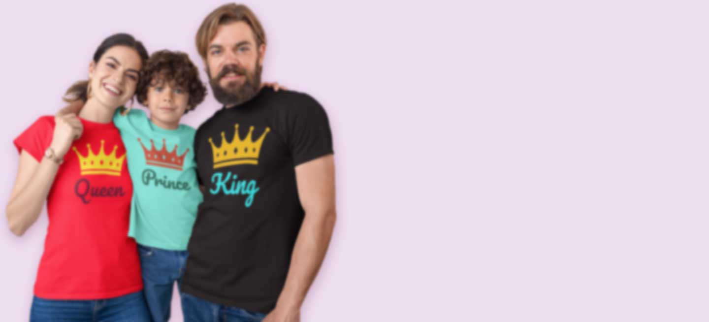 Familie in bedruckte T-Shirts